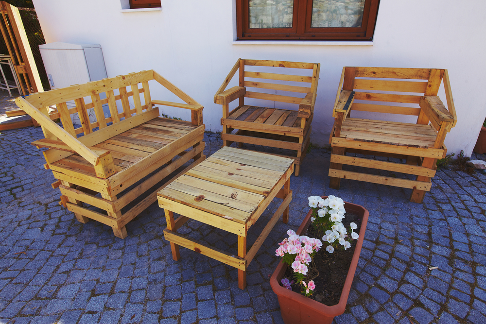 gartentisch aus paletten so bauen sie ihn selbst. Black Bedroom Furniture Sets. Home Design Ideas